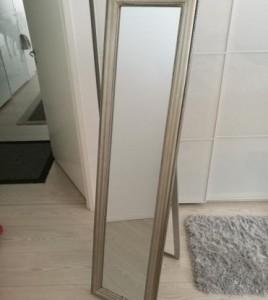 Kylpyhuoneen sisustus – Beige ja puunsävy